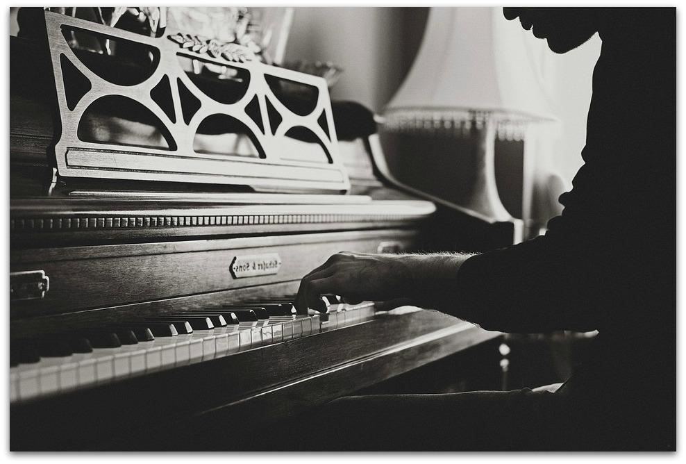 Commencer le piano à tout âge grâce aux cours à domicile !